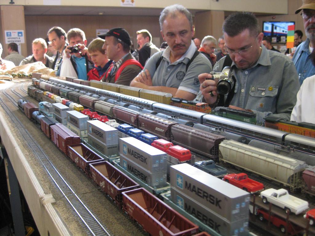 Travlhed både på og ved andet udstillings anlæg i Rodgau-Nieder-Roden 2011